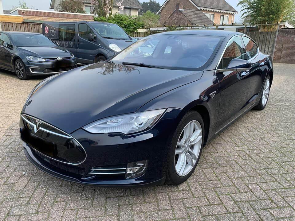 Tesla-Model-S85-2015